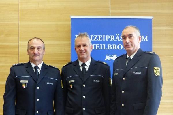 Stuttgarter Zoll Künftig In Blauer Uniform Regionewseu